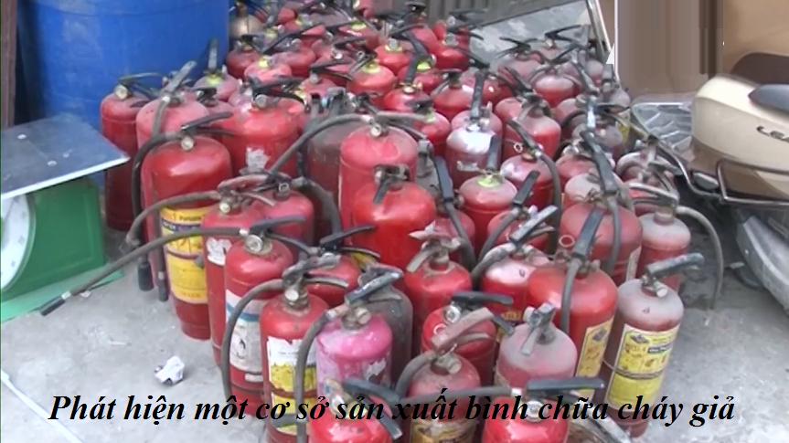 Bình chữa cháy giả được làm ngay tại trung tâm thành phố Hà Nội
