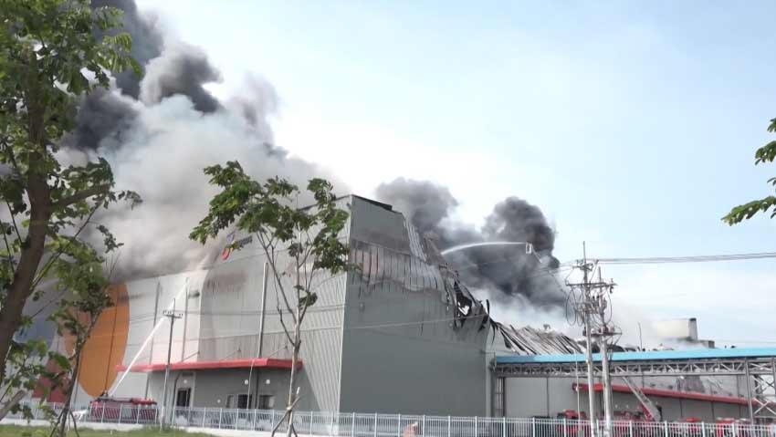 Cháy lớn tại công ty CJ food huyện nhà bè