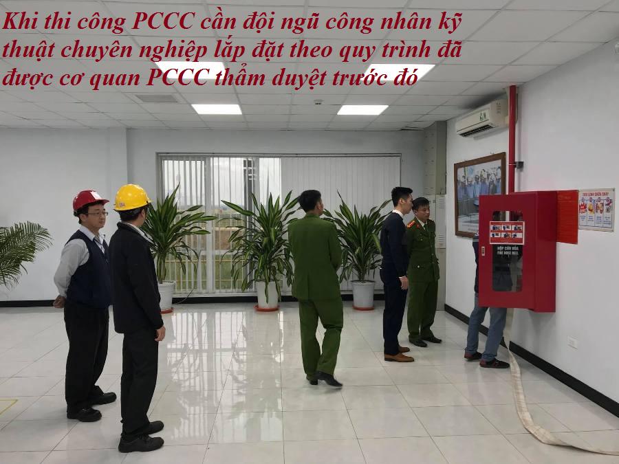Khi thi công PCCC cần đội ngũ công nhân kỹ thuật chuyên nghiệp lắp đặt theo quy trình đã được cơ quan PCCC thẩm duyệt trước đó